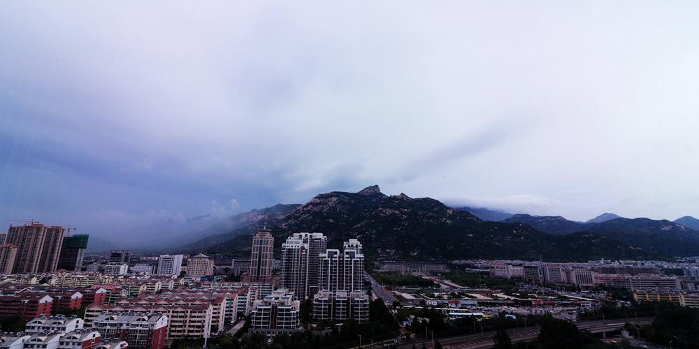 奇观上演 泰山云雾缭绕如仙境