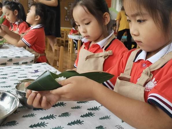"""海河幼儿园组织开展""""粽叶飘香 情浓端午""""节日主题教育活动"""