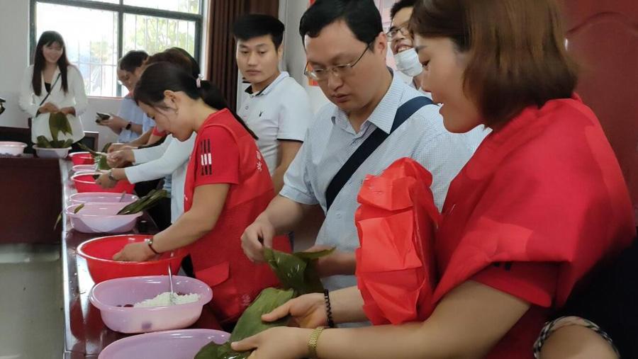 49秒   看演出、包粽子…临沂这个第一书记任职村这样喜迎端午
