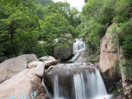 实拍:雨水丰沛 北九水飞瀑直下美如画