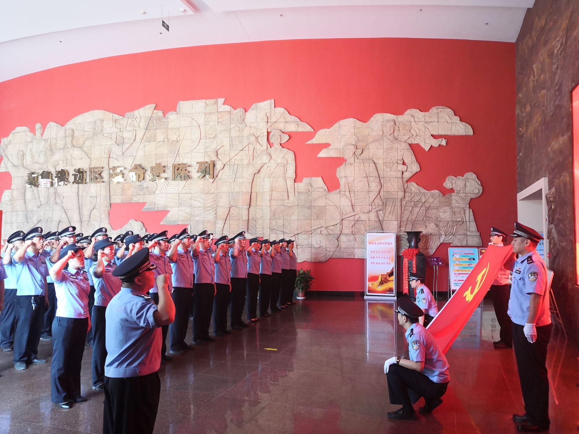 """""""七·一""""重温革命记忆,纪念馆迎来参观高峰"""