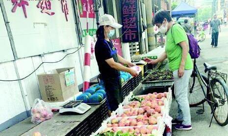潍坊:今年油桃、毛桃比去年同期便宜三分之一