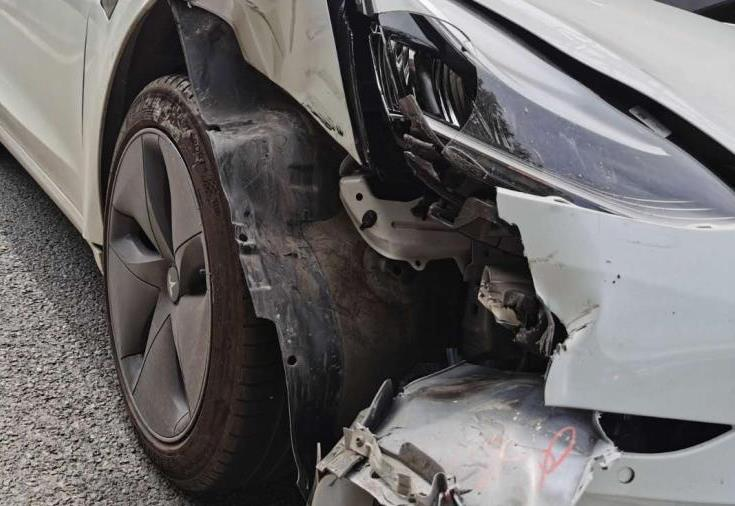 Autopilot无视渣土车致相撞 特斯拉回应