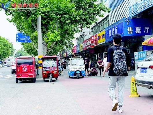 """潍坊现""""黑三轮""""占道逆行影响市容和交通"""
