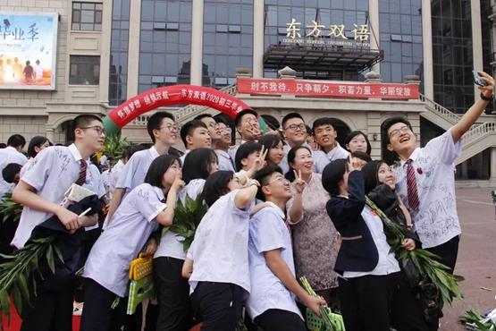 组图|暖心最后一课 济南一学校举行初三毕业典礼