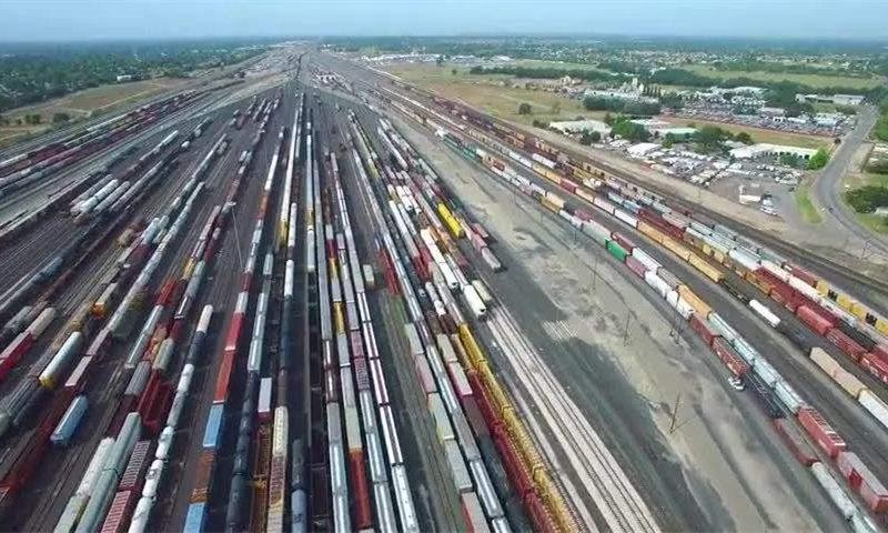 """铁路货运跑出""""加速度"""" 为经济社会发展注入强劲动能"""