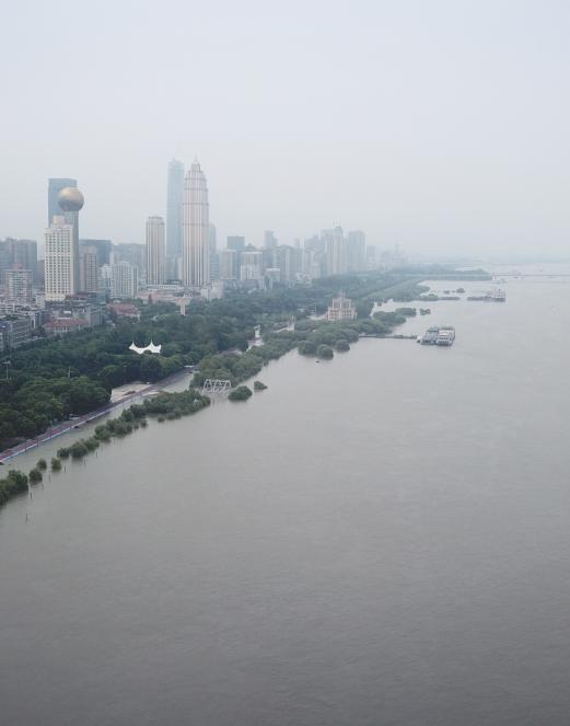 直击!汉口江滩建成18年来,首次全面过水行洪