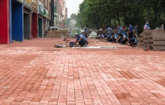 """雨天不怕踩""""雷""""了,聊城城区人行道升级改造"""