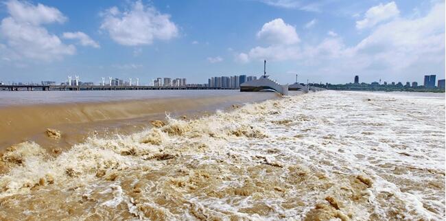 临沂小埠东橡胶坝提闸泄洪