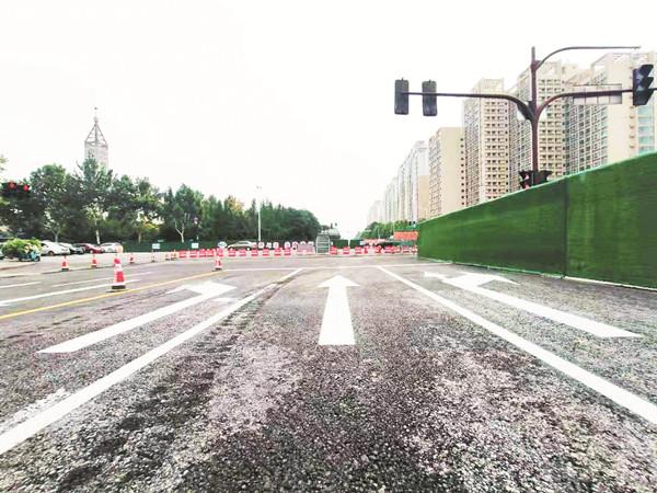 联通路改造工程世纪路以西路段北半幅施工结束