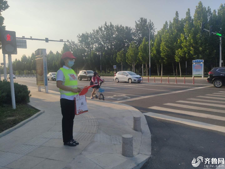 山东:滨州农商银行开展交通劝导志愿服务活动