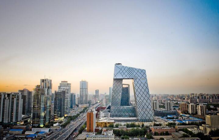 展望下半年中国经济中国经济风雨无阻向前进