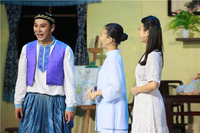 雪莲大剧院现实题材民族剧《阿里木的夏天》成功首演