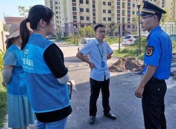 东营东悦社区: 小区业主占用绿化地 网格员紧急制止
