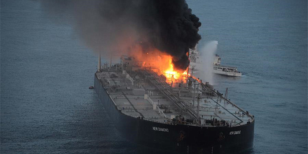 一艘油轮在斯里兰卡东部海域着火 一名船员死亡