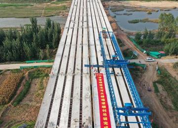 S103泰楼路改造重要工程节点——柴汶河大桥完成箱梁吊装