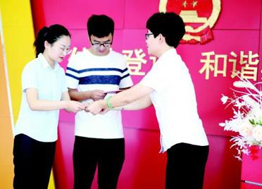 郑重宣誓感受婚姻的神圣!高密在潍坊率先实现结婚证颁发仪式常态化