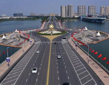 """28秒丨喜迎国庆!滨州街头洋溢 """"中国红"""""""