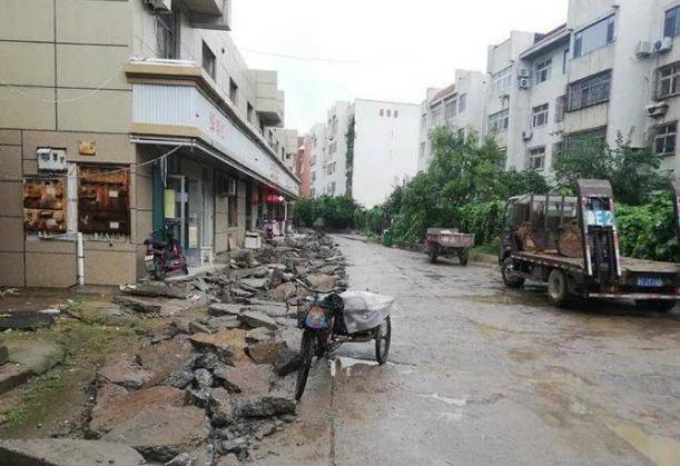 """东营银湖商业街旧貌换新颜 让城市的""""里子""""靓起来"""