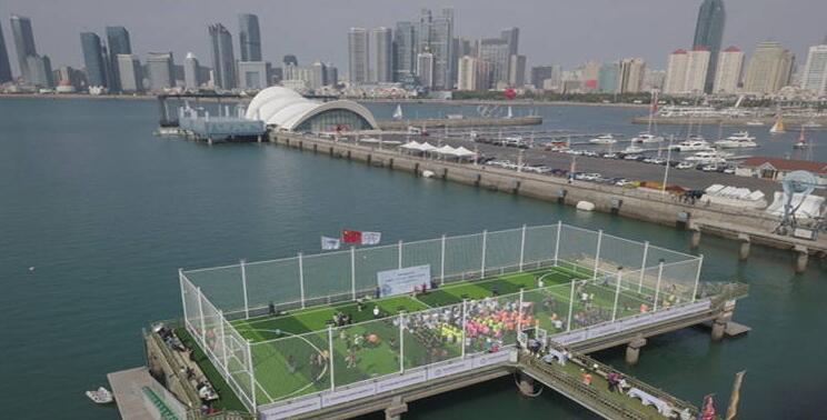 四面观海!中国首座海上足球场青岛启用