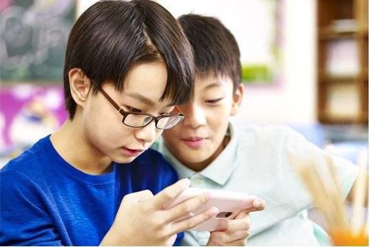 6岁孩子近视600度!你还让电子产品当保姆吗?