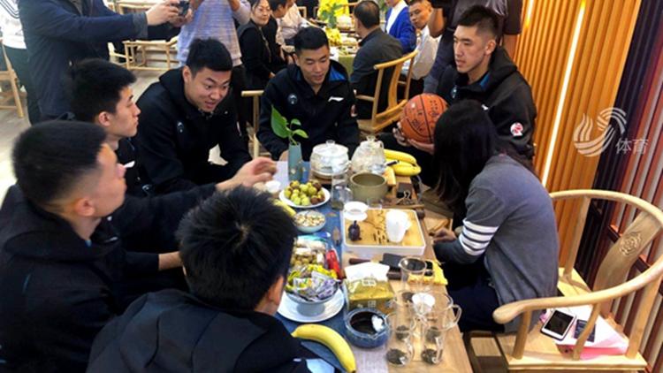 品鉴中国茶!山东西王男篮即将出征新赛季