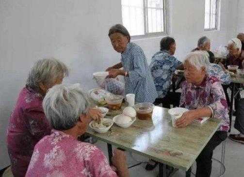 """郝家镇聚焦""""老小""""贫困群体创新实施幸福工程"""