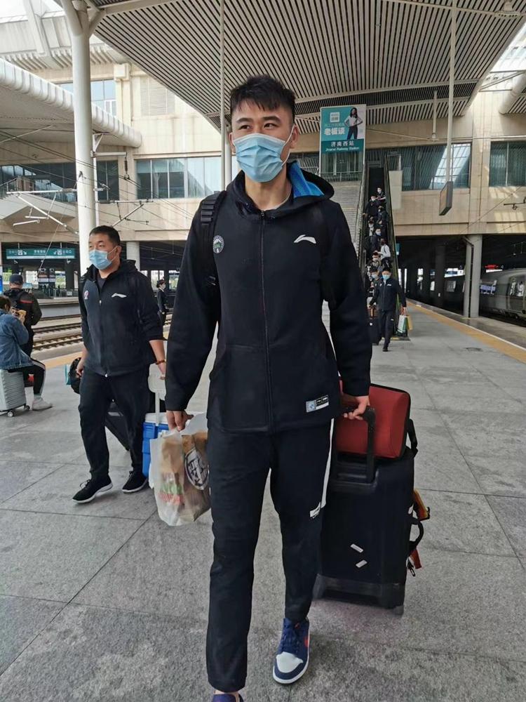 山东男篮出征浙江诸暨 外援哈里斯在列