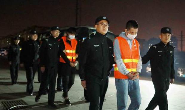 连夜奔袭千里!即墨警抓获22名电信网络诈骗嫌疑人