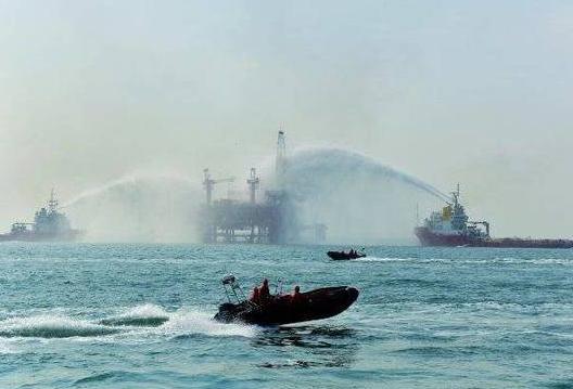 胜利油田举行海上综合应急演练