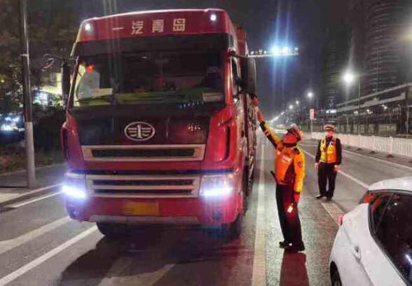 10天50辆!淄博高新区交警持续严厉打击货车超载