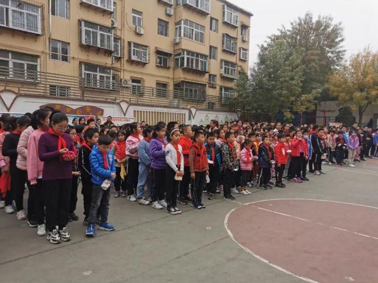 珍惜生命,勿忘安全!济南市无影山小学开展消防安全逃生演练活动