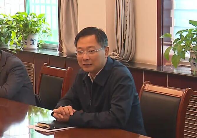 马晓磊到市信访局调研工作