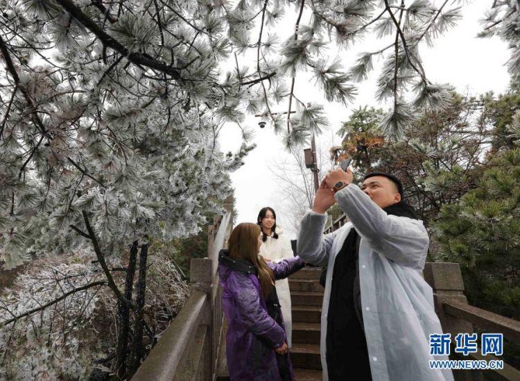 湖南张家界母亲绝:雾凇美景引客来