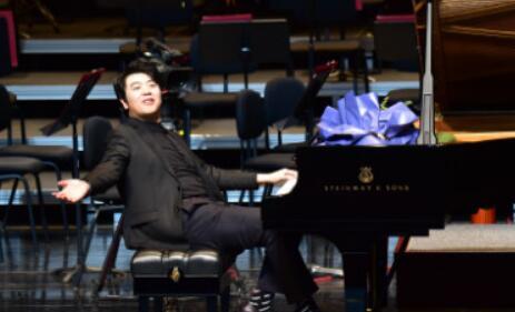 惊艳!《郎朗和他的朋友们》临沂站钢琴音乐会璀璨上演