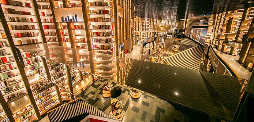 """七千平书店打造成""""村落""""主题 树屋堆叠书架沿壁而起"""