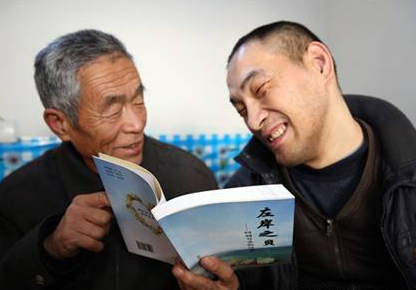 东营市作家协会会员范东明:用右脚敲出梦想诗集
