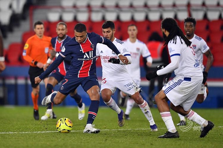 內馬爾染紅,巴黎0-1不敵里昂