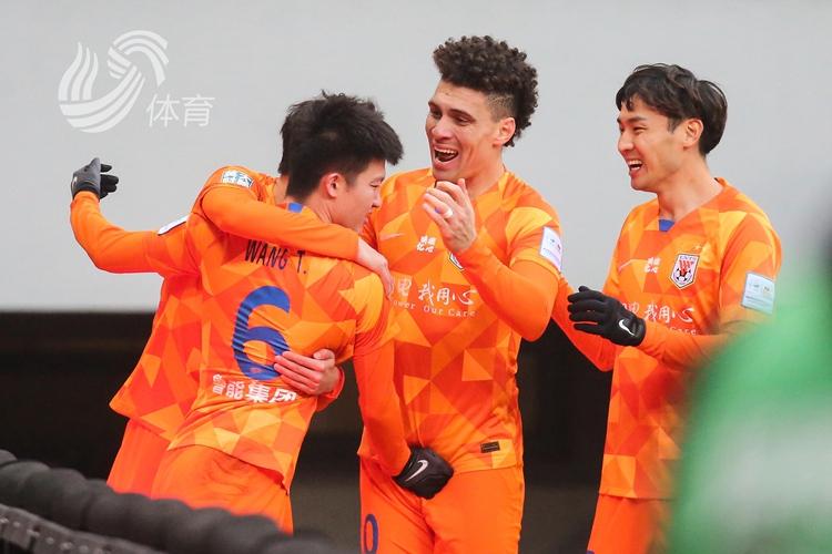 第六冠!王彤、佩萊分別建功 魯能2-0力克江蘇奪得足協杯冠軍