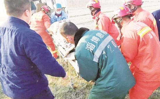 高青60岁老人坠井 冻僵之际被消防员救起