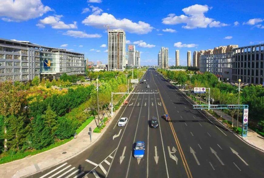 东E时评 以人民为中心 建设现代化活力新城