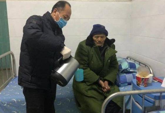 寒潮来袭 东营市救助管理站救助流浪老人