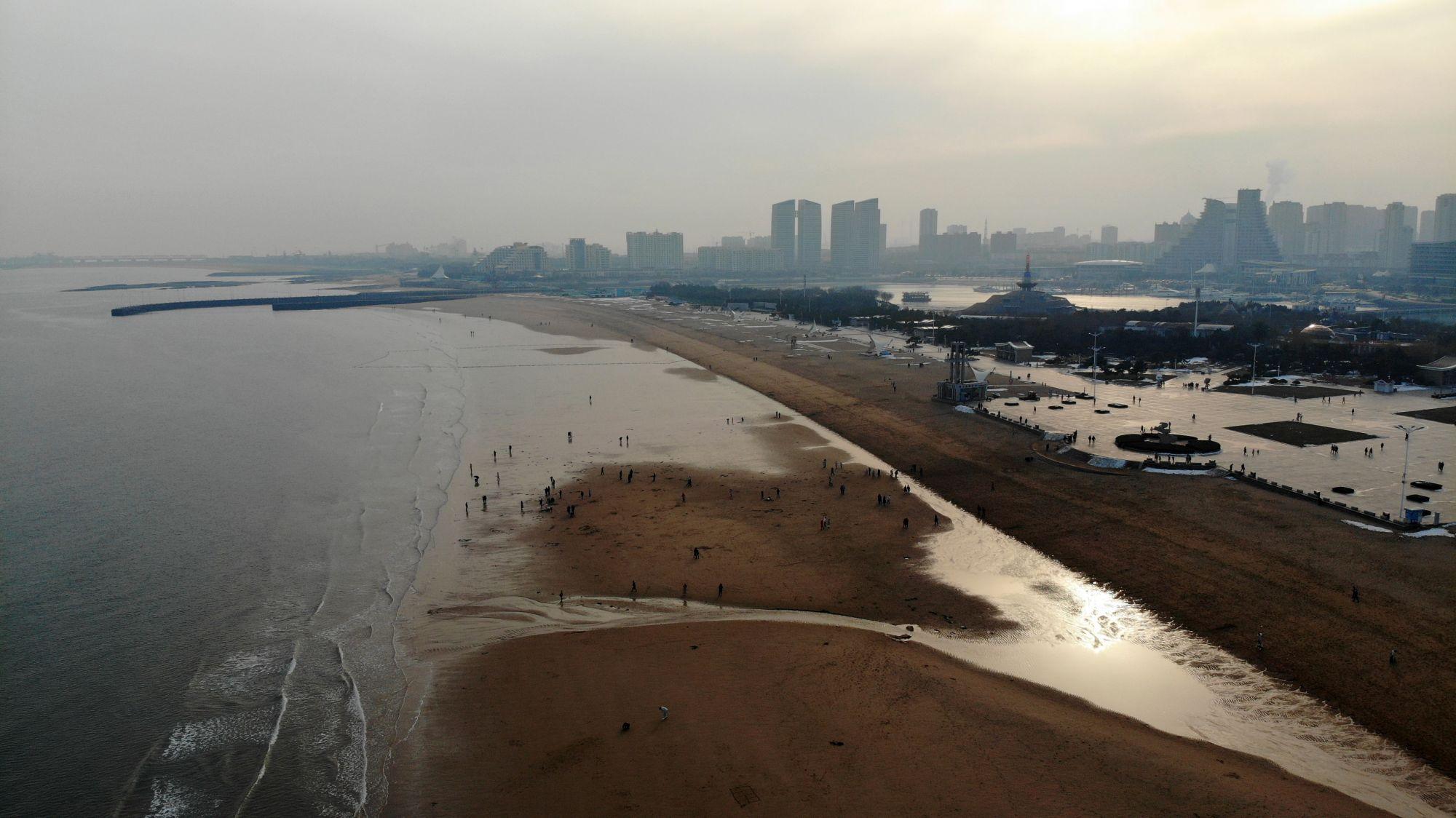山东日照:假期观海