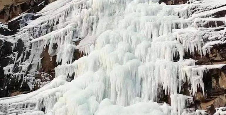 太美了!低温寒潮到来,潍坊出现冰瀑奇观