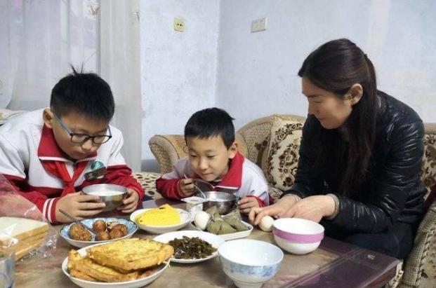 东营善良邻居照顾九旬老人三年 每天还帮送邻里孩子上学