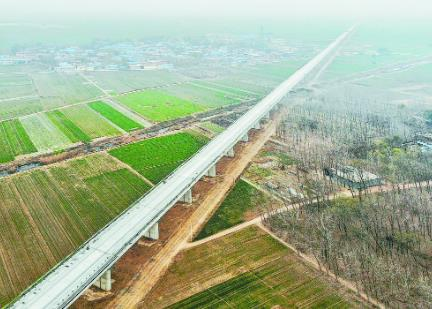 鲁南高铁菏泽境内架梁接近尾声
