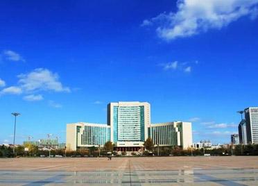 """潍坊市打造办事""""不用跑、不求人""""的审批服务高地"""