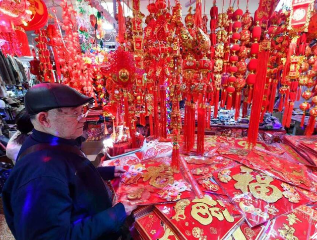 组图|济南春联市场火红上新 牛元素繁多年味渐浓