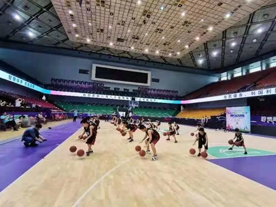 """為千余名孩子開設高質量籃球公益課 省體育中心打造 """"體教融合""""先行樣板"""
