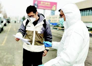 山东潍坊:防疫转运员 每天这么忙